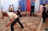 """В муз. зале родители и дети принимали участие в соревнованиях """"А ну-ка папы!"""""""